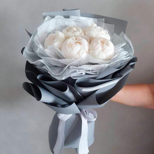 пионовидная роза с доставкой в Бресте. Орхидея