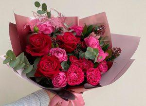 Букет красных роз с доставкой в Бресте. Орхидея